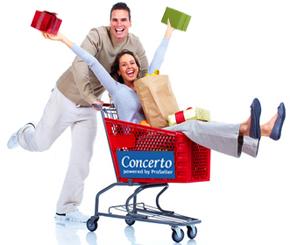 Mann und Frau im Einkaufswagen