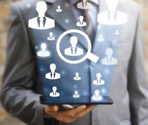 Chefs prüfen Bewerber auf Facebook & Co.